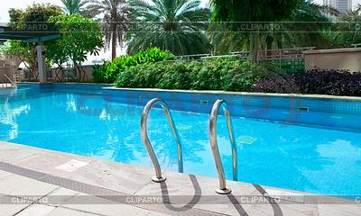 Schwimm stock fotos und vektorgrafiken cliparto for Garten pool leeren
