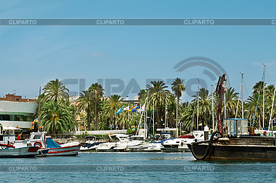 Jachtklub an der Küste | Foto mit hoher Auflösung |ID 3012863