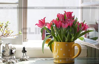 창턱에 튤립의 꽃다발 | 높은 해상도 사진 |ID 3013984