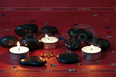 Kerzen und schwarze Steine | Foto mit hoher Auflösung |ID 3074427