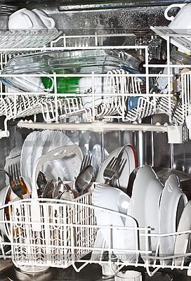 Sauberes Geschirr in der Spülmaschine | Foto mit hoher Auflösung |ID 3136779