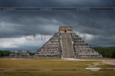 Maya-Pyramide in Chichen-Itza, Mexiko | Foto mit hoher Auflösung |ID 3015726