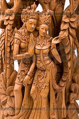 Rama i jego żona Sita rzeźba w drewnie | Foto stockowe wysokiej rozdzielczości |ID 3015742