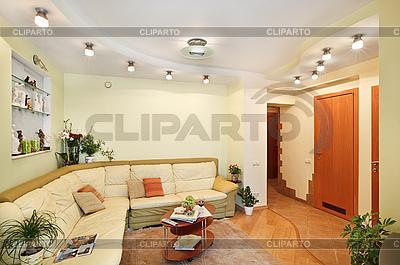 베이지 색 가죽 소파와 드로잉 룸 인테리어 | 높은 해상도 사진 |ID 3016934
