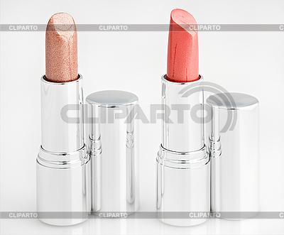Dos barras de labios marrones sobre blanco | Foto de alta resolución |ID 3017000