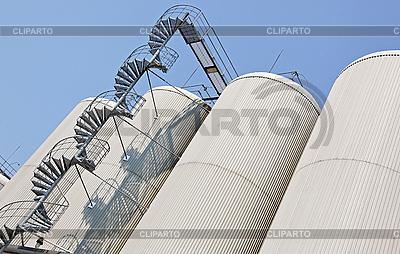 Industrial distillating columns in factory site | Foto stockowe wysokiej rozdzielczości |ID 3017119