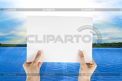 Weißes Papier in Hände | Foto mit hoher Auflösung |ID 3019519