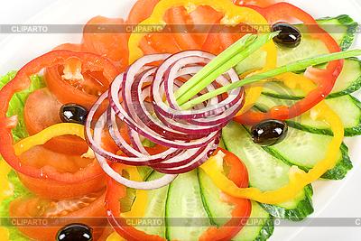 Нарезанные овощи на блюде | Фото большого размера |ID 3020077
