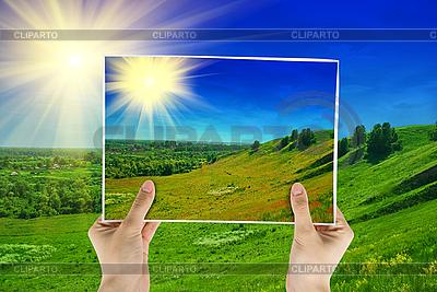 Zdjęcie z zielonym polu | Foto stockowe wysokiej rozdzielczości |ID 3027703