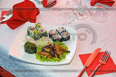 W restauracji Sushi | Foto stockowe wysokiej rozdzielczości |ID 3030401