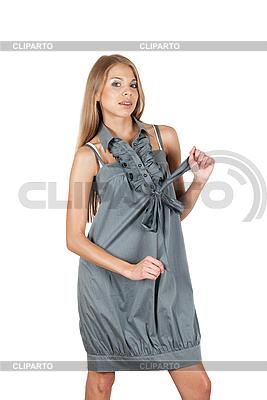 Piękna kobieta w szarej sukni | Foto stockowe wysokiej rozdzielczości |ID 3036683