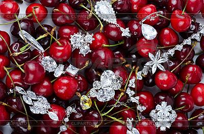 Драгоценности на ягодах вишни | Фото большого размера |ID 3036916