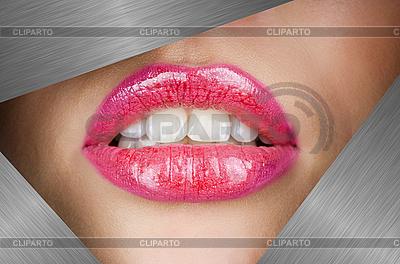 Piękne kobiece usta | Foto stockowe wysokiej rozdzielczości |ID 3037386
