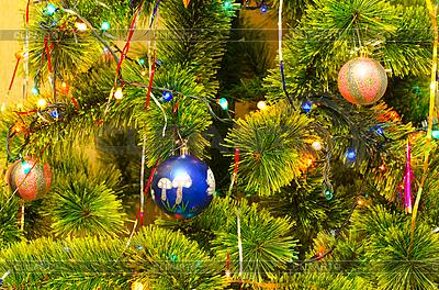 Weihnachtsbaum mit Kugeln | Foto mit hoher Auflösung |ID 3076519