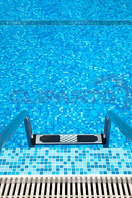 Schwimmbad mit Leiter | Foto mit hoher Auflösung |ID 3020485