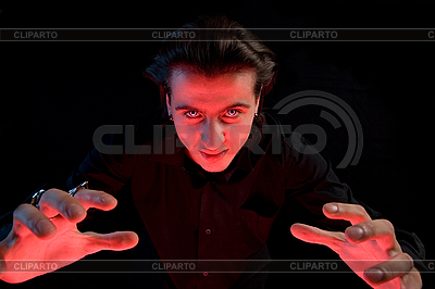 Vampir streckt seine Hände, um ein Opfer zu fangen | Foto mit hoher Auflösung |ID 3022235