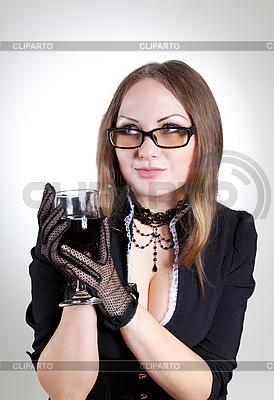 Romantische Frau mit Brille hält Weinglas | Foto mit hoher Auflösung |ID 3023653