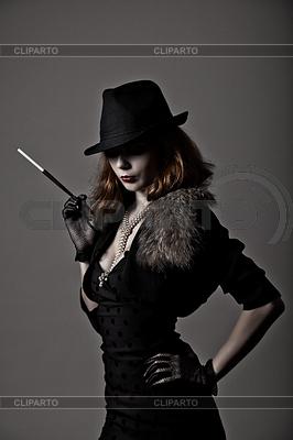 Retro Schuss von Gangster-Frau in der Fedora-Hut | Foto mit hoher Auflösung |ID 3291055