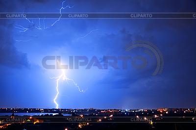 Gewitter und Blitz über Stadt | Foto mit hoher Auflösung |ID 3019813