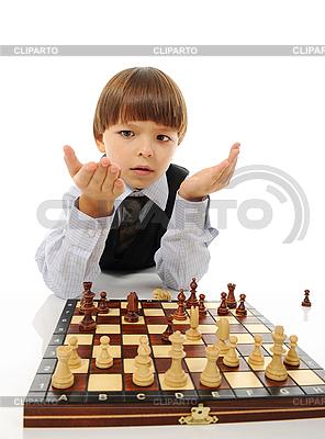 Uczeń gra w szachy | Foto stockowe wysokiej rozdzielczości |ID 3021613