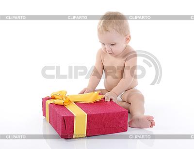 Portret szczęśliwy dziecko z prezentem | Foto stockowe wysokiej rozdzielczości |ID 3021644