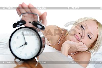 Сонная женщина выключает будильник | Фото большого размера |ID 3021682