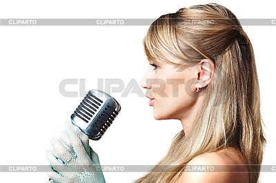 레트로 마이크에 어린 소녀 노래 | 높은 해상도 사진 |ID 3024219