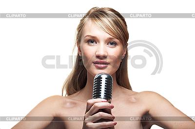 레트로 마이크에 꽤 젊은 여자 노래   높은 해상도 사진  ID 3024224