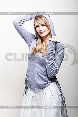 Mody dziewczyna w niebieskiej kurtce   Foto stockowe wysokiej rozdzielczości  ID 3024235