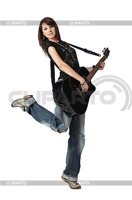 어쿠스틱 기타를 연주 십 대 소녀 | 높은 해상도 사진 |ID 3024264