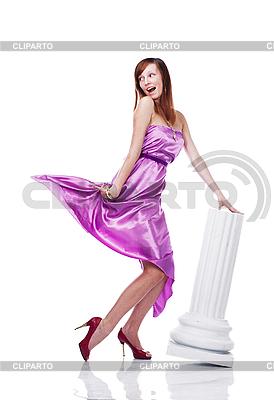 Młoda piękna kobieta na sobie sukienkę liliowy | Foto stockowe wysokiej rozdzielczości |ID 3024291