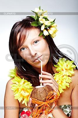 하와이 액세서리와 함께 아름 다운 이국적인 소녀   높은 해상도 사진  ID 3024307