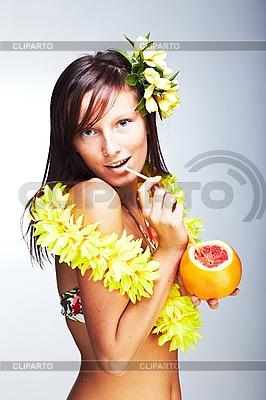 하와이 액세서리와 함께 아름 다운 이국적인 소녀 | 높은 해상도 사진 |ID 3024309