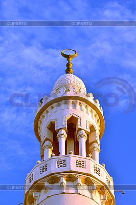 Meczet na tle błękitnego nieba | Foto stockowe wysokiej rozdzielczości |ID 3026436