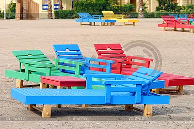 Multi-kolorowe leżaki na plaży | Foto stockowe wysokiej rozdzielczości |ID 3103814