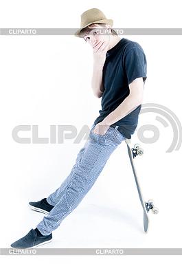 坐在滑板上的情感小将 | 高分辨率照片 |ID 3284348