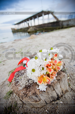 Bridal bouquet outdoors | High resolution stock photo |ID 3320499