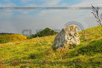 Duży kamień na zboczu | Foto stockowe wysokiej rozdzielczości |ID 3063138