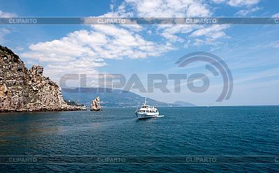 Felsen namens Segel mit einem Boot in der Nähe von Jalta | Foto mit hoher Auflösung |ID 3039846