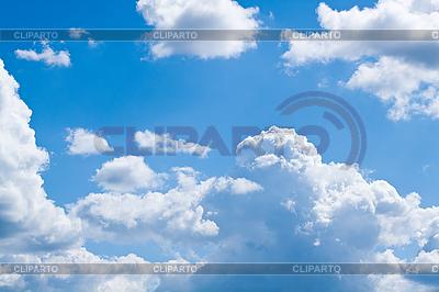 Białe puszyste chmury na niebieskim niebie | Foto stockowe wysokiej rozdzielczości |ID 3058176