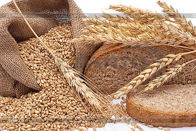 Chleb, torba z pszenicy i uszy | Foto stockowe wysokiej rozdzielczości |ID 3044470