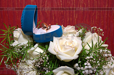 Wedding rings in blue box and roses | High resolution stock photo |ID 3042081