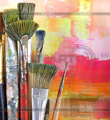 Pinsel auf illuminiertem Hintergrund | Foto mit hoher Auflösung |ID 3068048