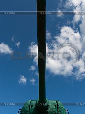 Zbiornik i błękitne niebo | Foto stockowe wysokiej rozdzielczości |ID 3044551