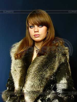 在毛皮大衣的女孩 | 高分辨率照片 |ID 3048935