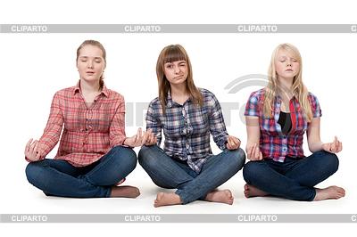 연꽃 자세에 앉아 세 여자 | 높은 해상도 사진 |ID 3335174