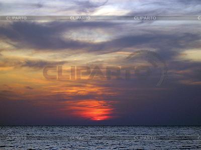 Zachód słońca nad morzem | Foto stockowe wysokiej rozdzielczości |ID 3062577