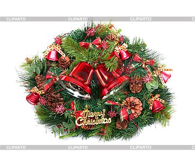 Dwa czerwone Christmas dzwony i zielony wieniec | Foto stockowe wysokiej rozdzielczości |ID 3109074