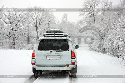 多雪的冬天道路和汽车   高分辨率照片  ID 3101394