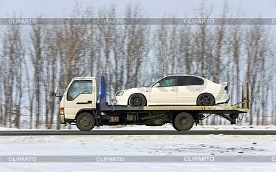 Der Zerstörer auf den Wagen der weißen Farbe | Foto mit hoher Auflösung |ID 3102088